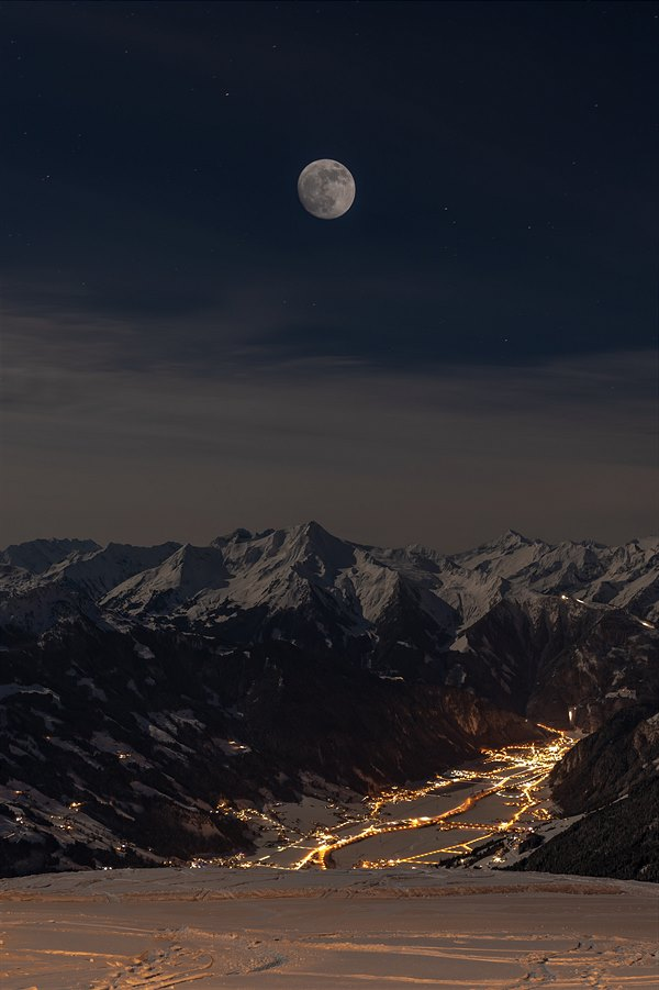 Full Moon Skiing